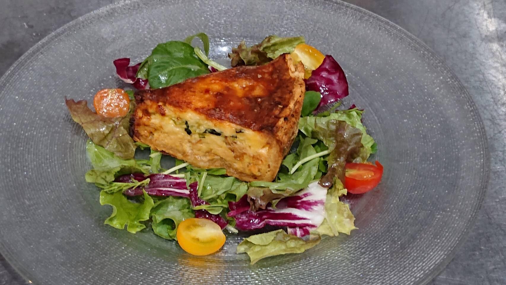 秋鮭と小松菜のキッシュ