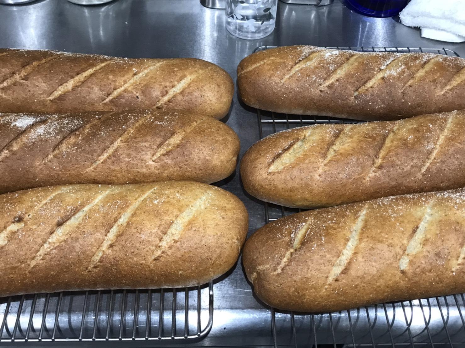 人気の自家製パンも!